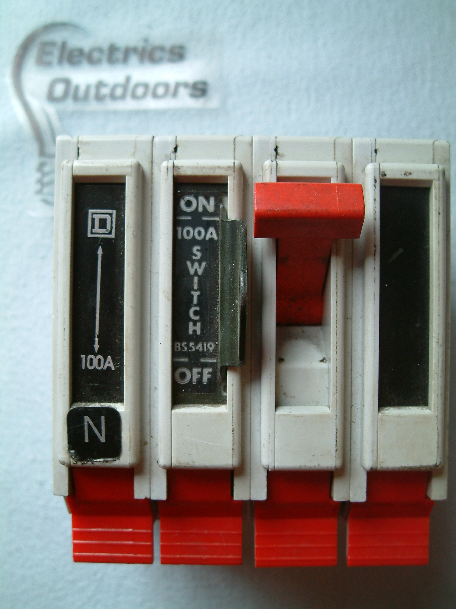 SQUARE D 100 AMP MAIN SWITCH DISCONNECTOR FOUR POLE QO4100MN BS 5419
