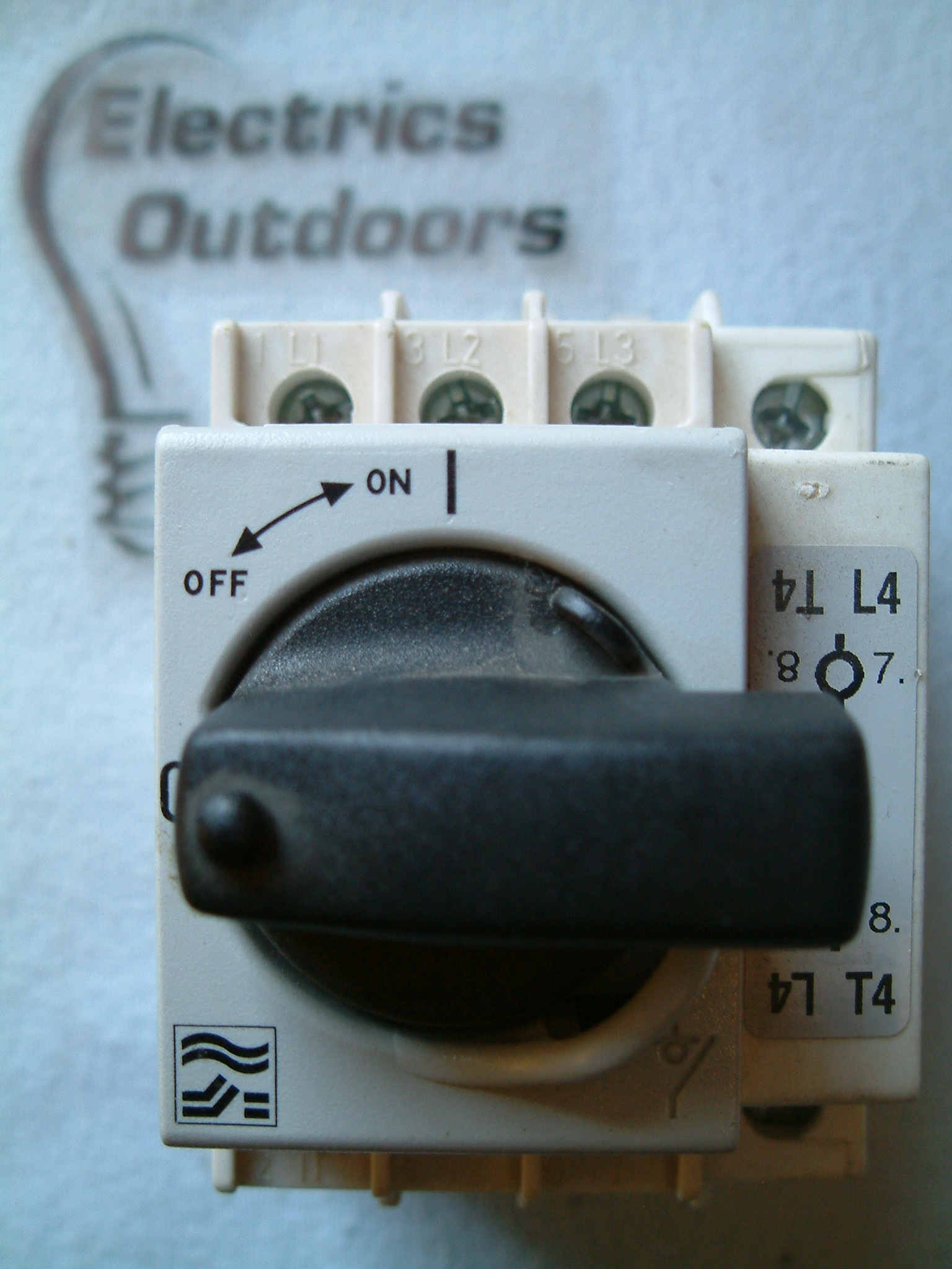 Socomec M1 Type Ar 32 Amp Triple 3 Pole Isolator Switch Ac22a With Add A Circuit Breaker 63 On 2435 Item Condition Used Stock Qty3