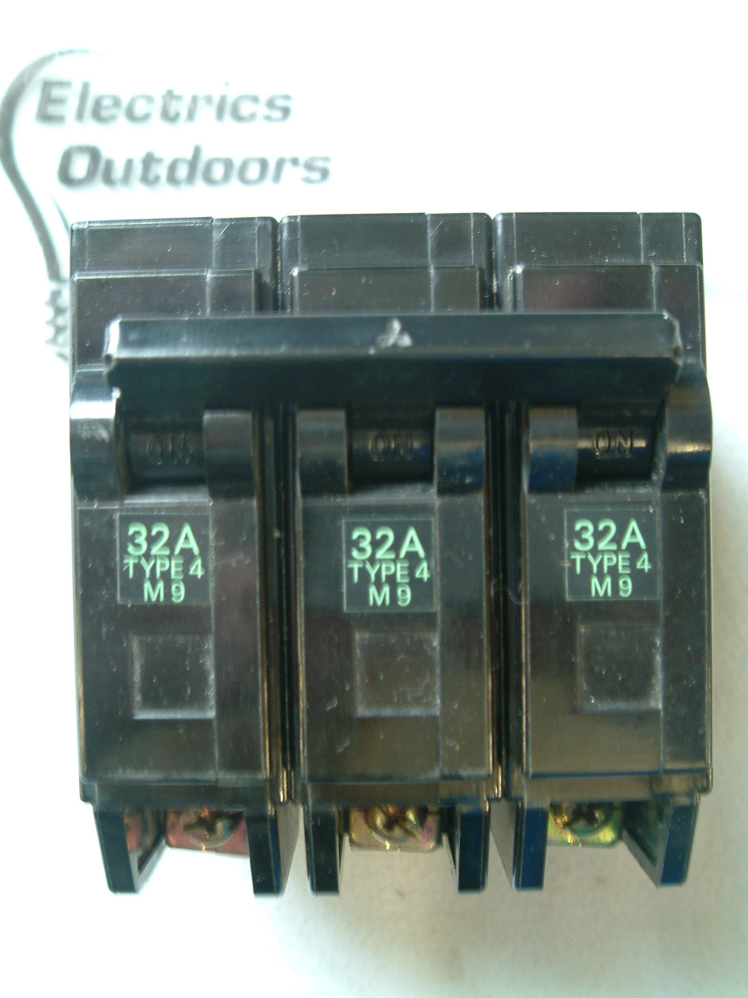 MITSUBISHI 32 AMP TYPE 4 M9 TRIPLE POLE MCB CIRCUIT BREAKER 240/