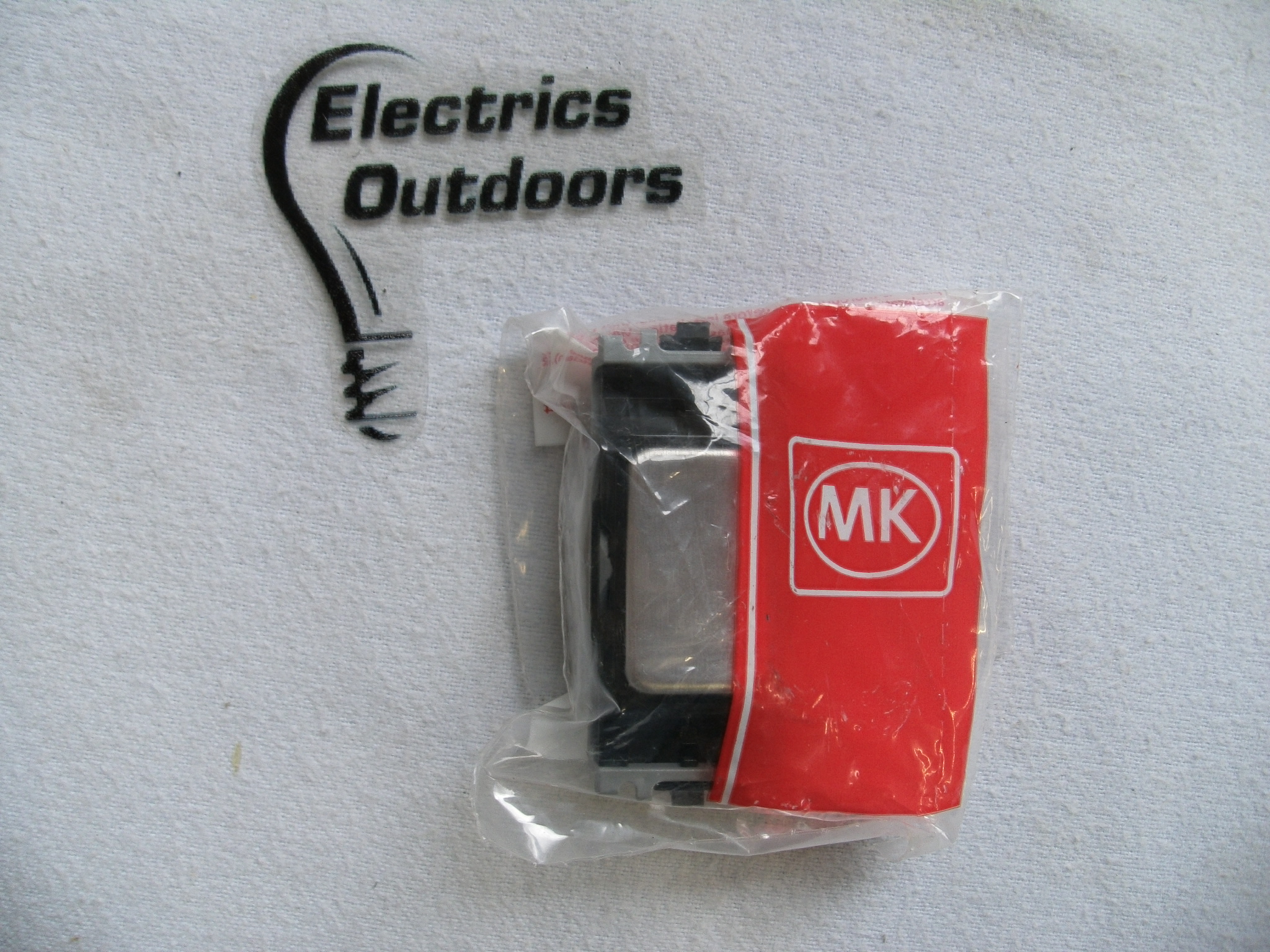 MK 10 AMP SINGLE POLE 1 WAY SWITCH BRUSHED STAINLESS STEEL K4881