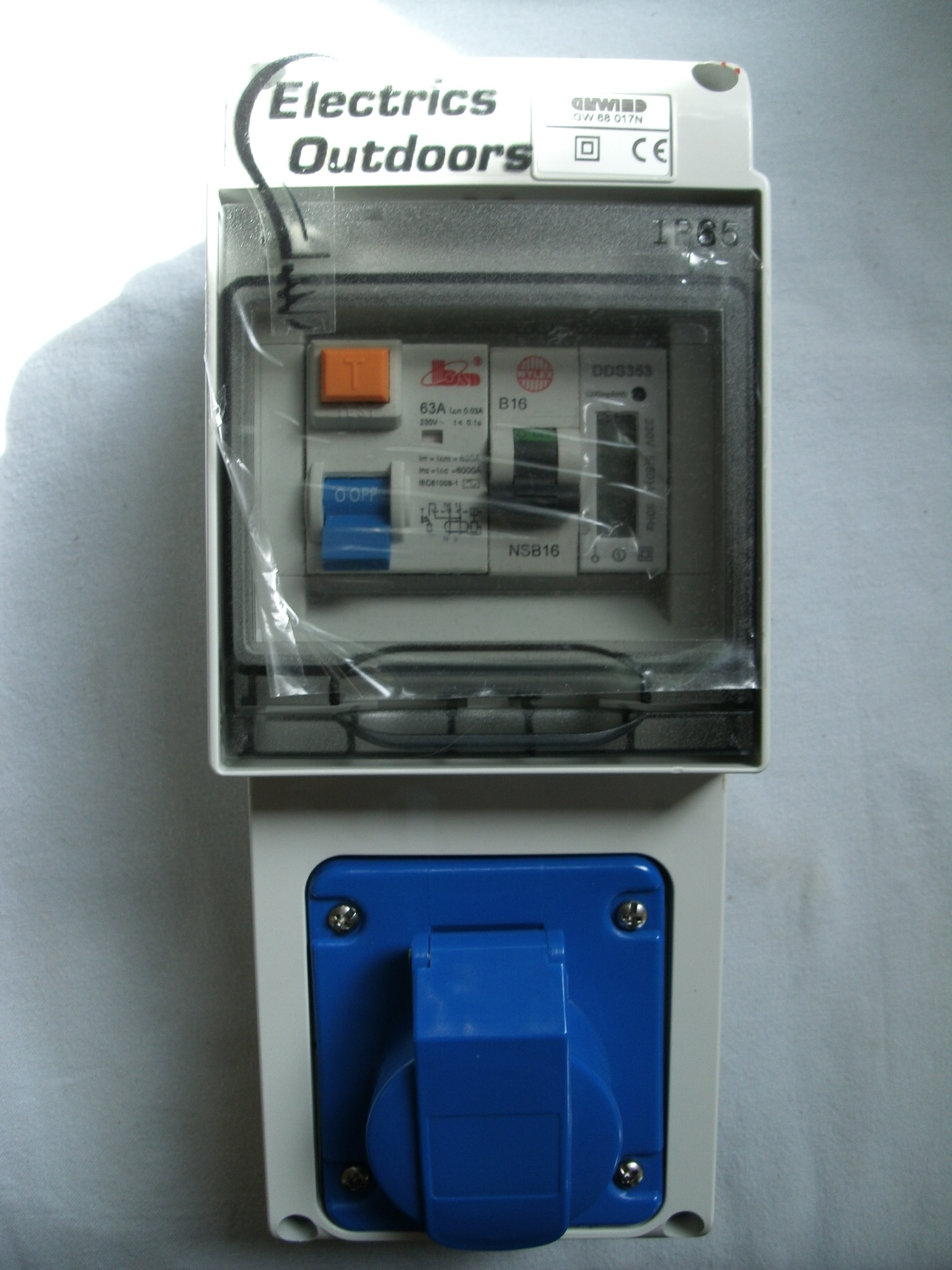 1 WAY METERED CARAVAN HOOKUP PITCH SUPPLY BOX BLUE 16 AMP MCB RCD 50 A KwH METER