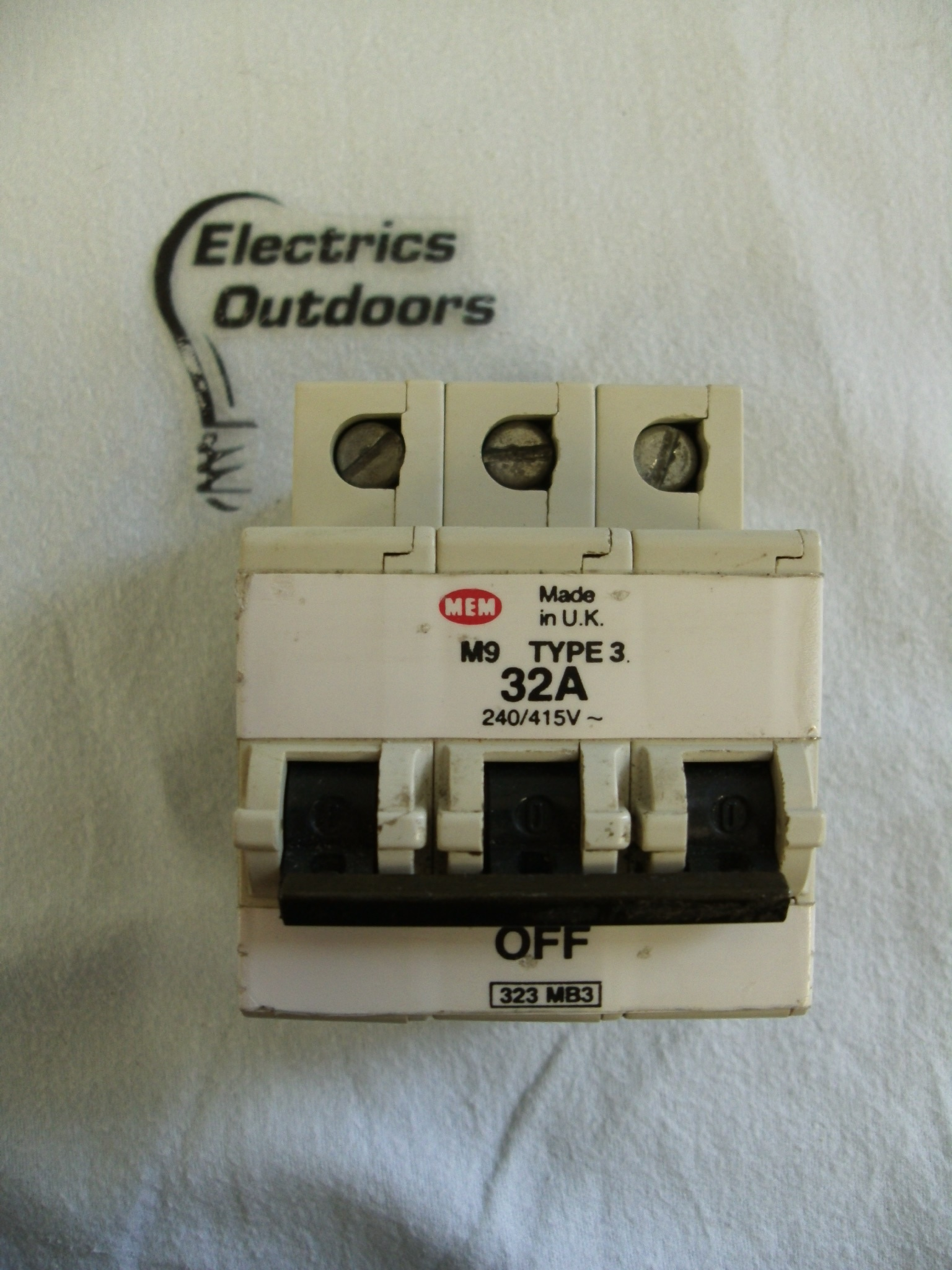 Circuit Breaker Specialists 20a 400v Onoff Mcb With Cover Buy Mem 32 Amp Type 3 M9 Triple Pole 240 415v 323 Mb3