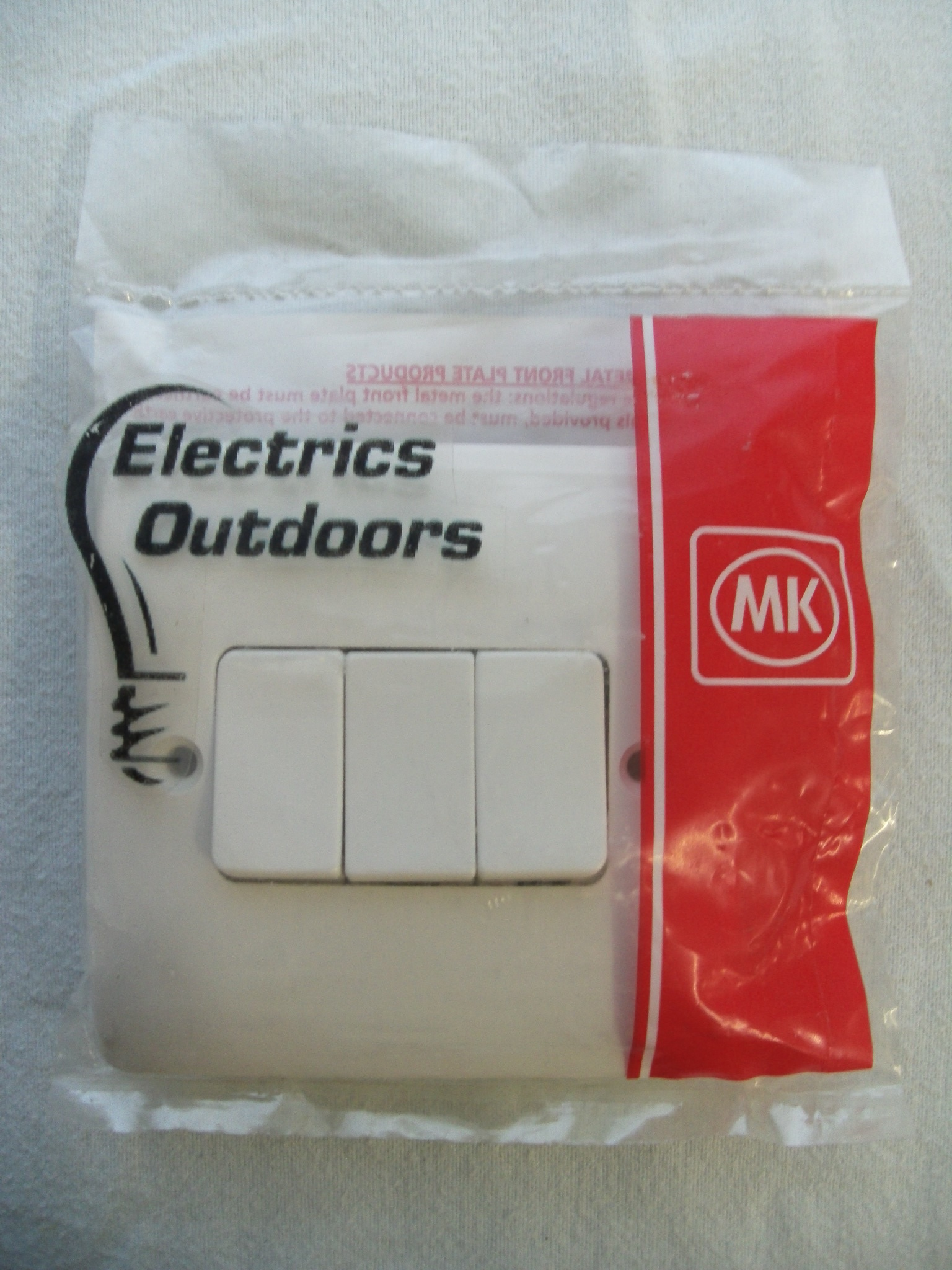 MK 10 AMP 3 GANG SINGLE POLE 2 WAY PLATE LIGHT SWITCH WHITE K4873 WHI LOGIC PLUS