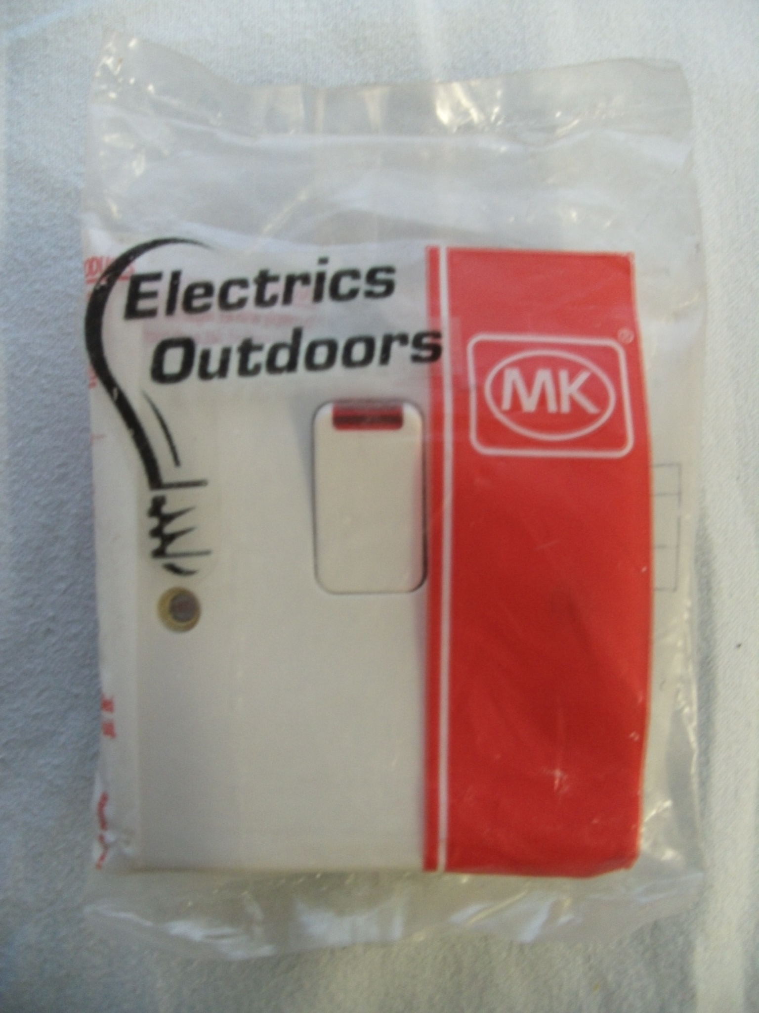 MK 20 AMP DOUBLE POLE SWITCH WITH FLEX OUTLET & NEON WHITE K5423 WHI LOGIC PLUS
