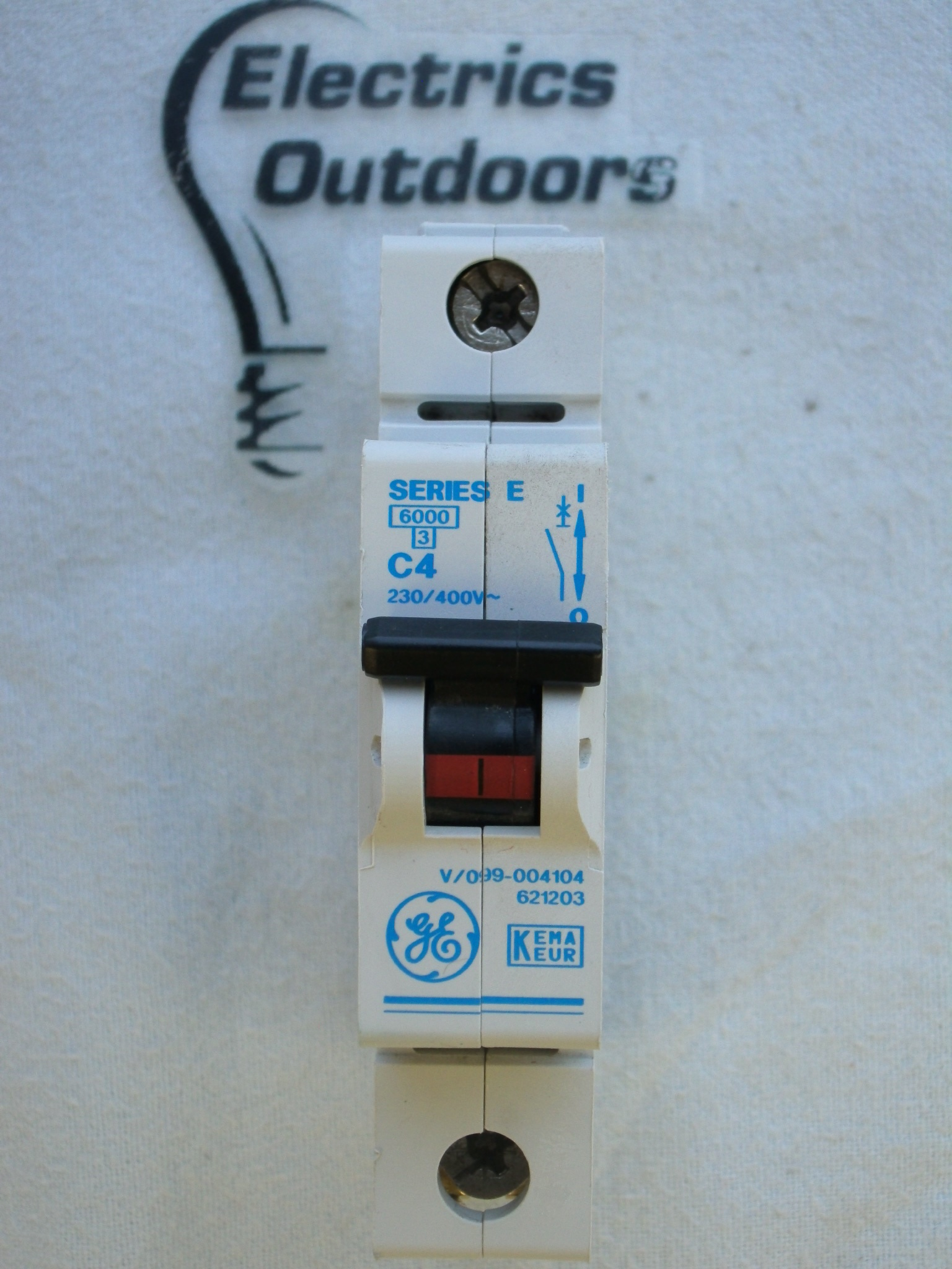 GENERAL 4 AMP TYPE C 6 kA MCB CIRCUIT BREAKER SERIES E 621023 V/099-004104
